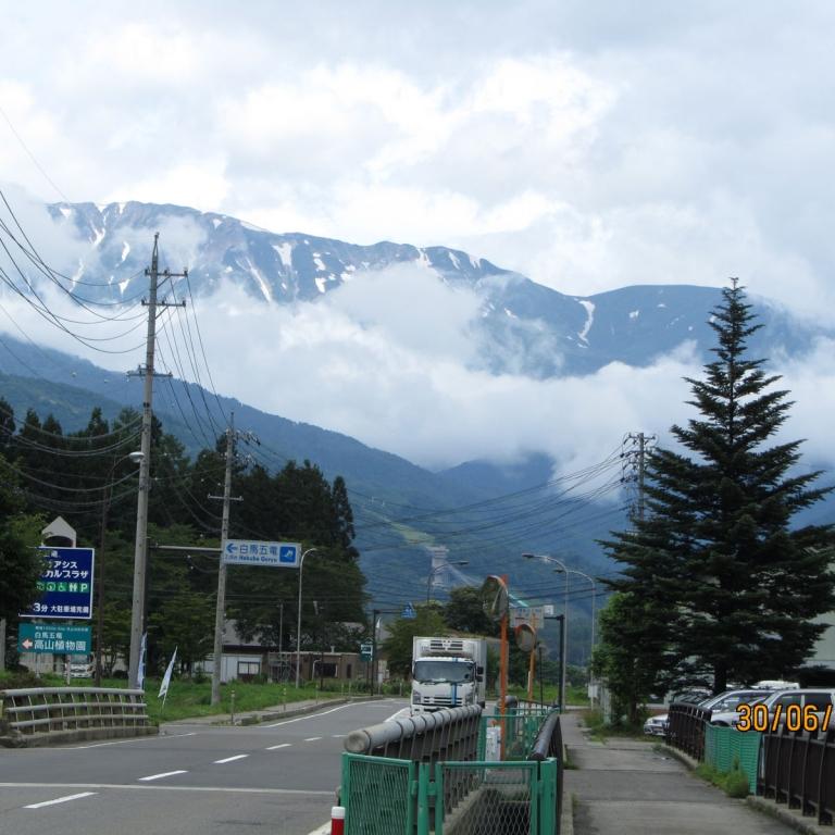 В районе лыжных трасс зимней  Олимпиады-1998, деревня Хакуба; Нагано