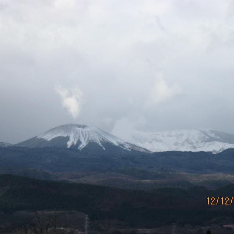 Один из спящих вулканов; Фукусима