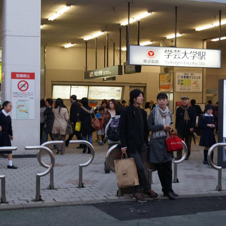 Почти родная для меня станция Гакугэй Дайгаку в спальном районе; Токио