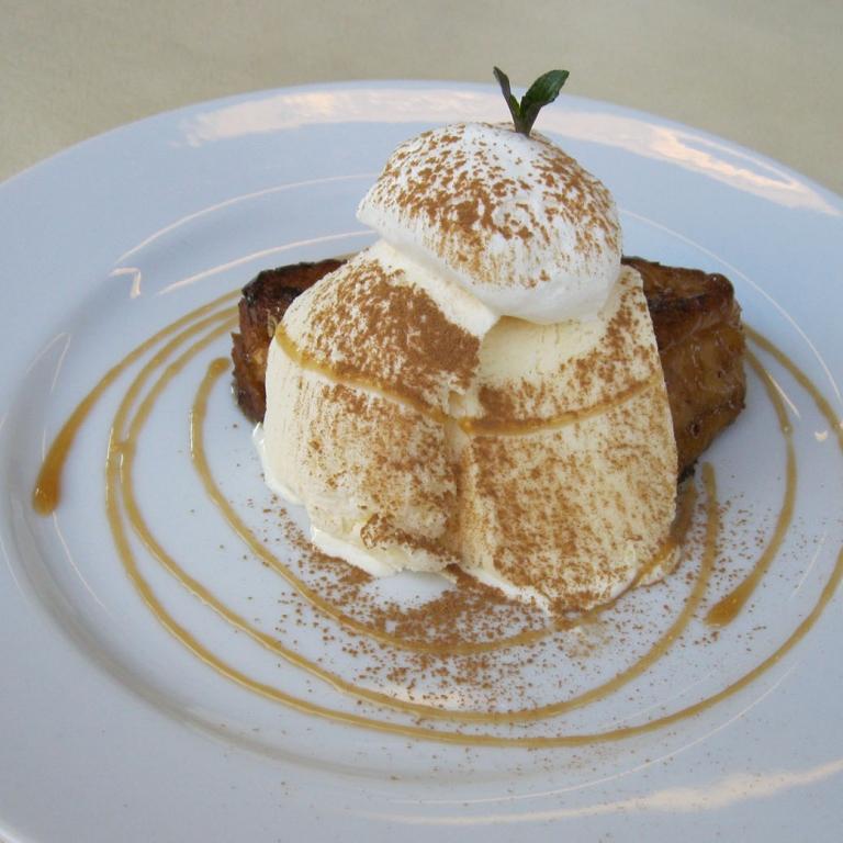 Десерт в знаменитом Лон-кафе на острове Эносима; Канагава