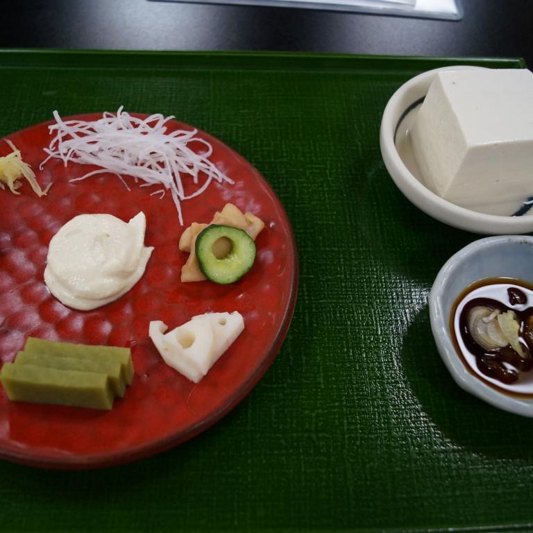 Ассорти закусок из тофу; Токио