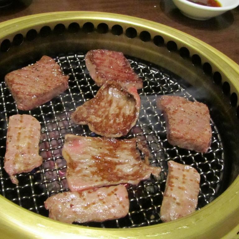 Мясо во время жарки, якинику; Канагава