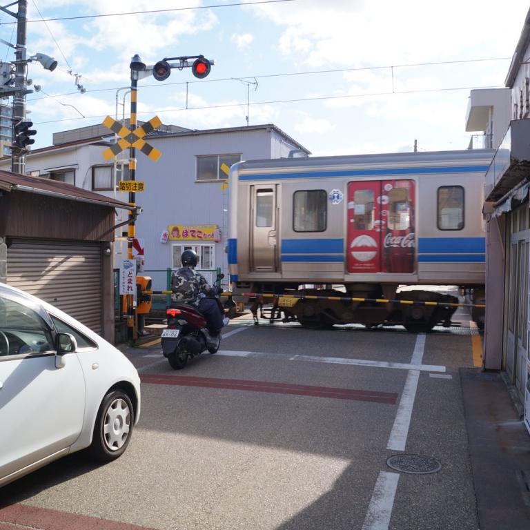 Железнодорожных переездов в столице все меньше; Токио