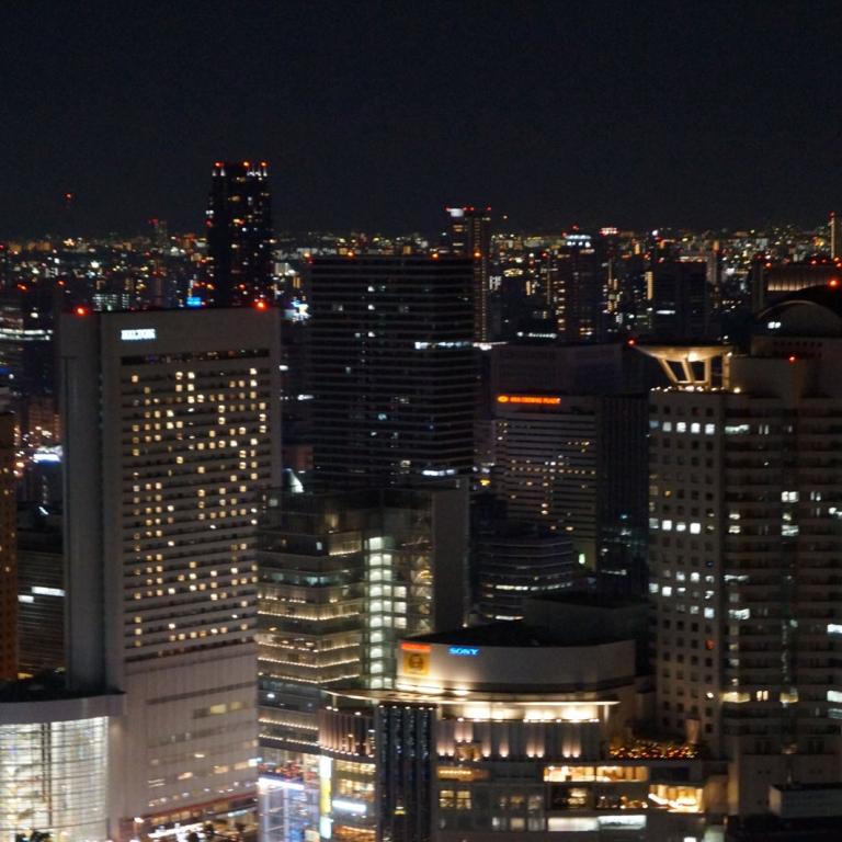 Вечерний вид с Умэда Скай Билдинг; Осака