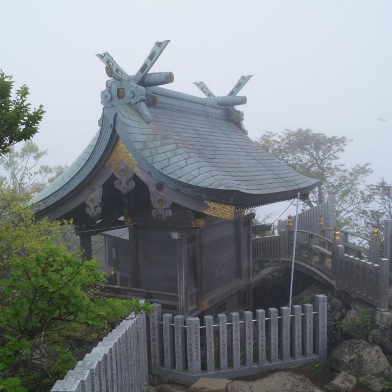 Маленький храм на вершине горы Цукуба; Ибараки