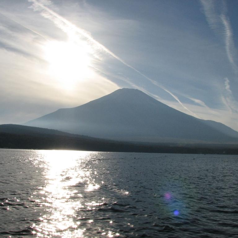 С водной глади озера Яманака; Яманаси