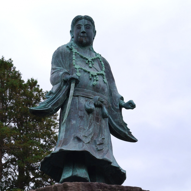 Памятники, скульптуры, фигуры